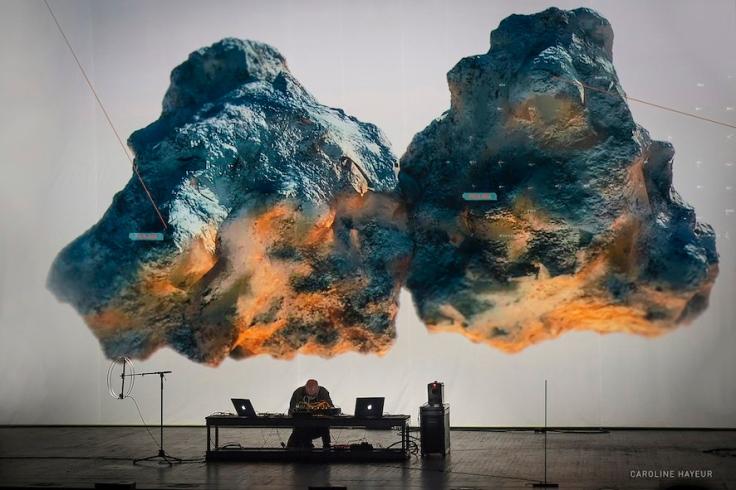 Seismik by Herman Kolgen - stage performance 2017